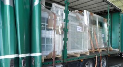 Rozmieszczenie ładunku na stojaku - transport stolarki
